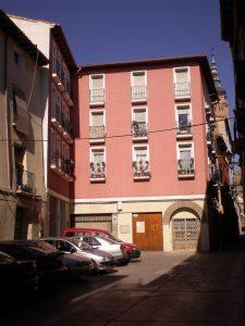 Edificio moderno en calle Gracián Calatayud