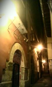 Detalle palacio calle Gotor nocturno Calatayud