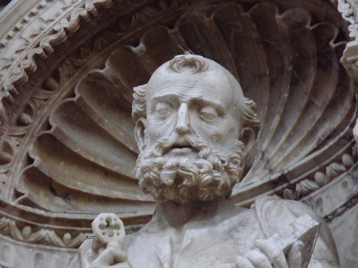 La portada de la Colegiata de Santa María «nos trae de cabeza»